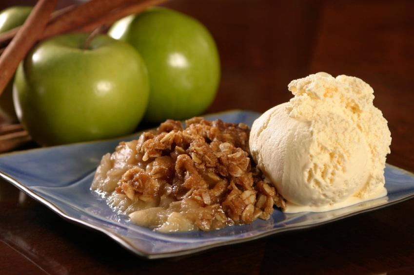 apple-crisp-with-ice-cream-istock